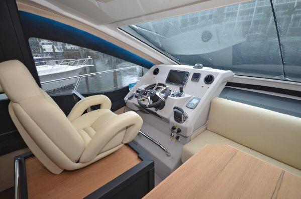 Cranchi 54 Fly steeringdown1